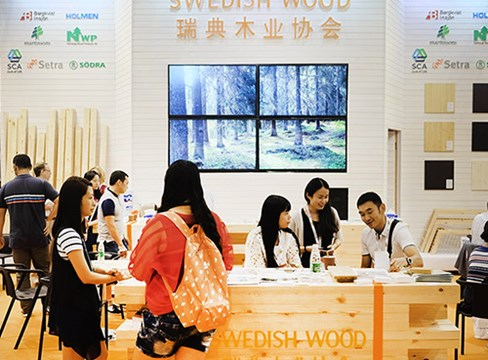 Huge interest in Swedish wood at furniture fair in Western China