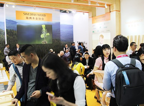 Many visitors in Swedish Wood's booth at the CIFM interzum Guangzhou Fair