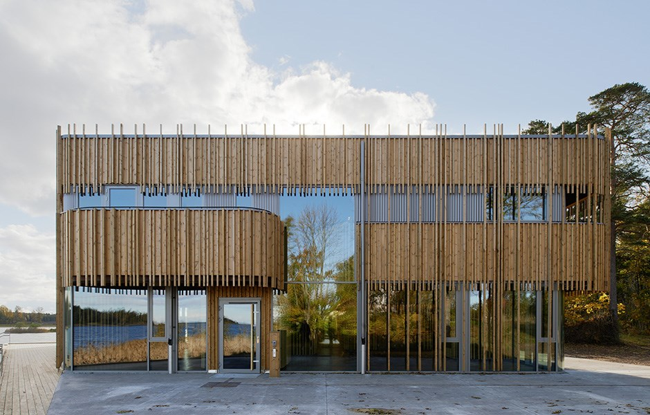 Visitor centre between land and lake