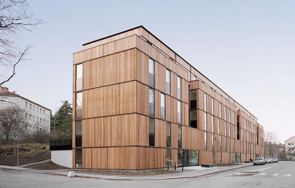 Long facade in innovative modules