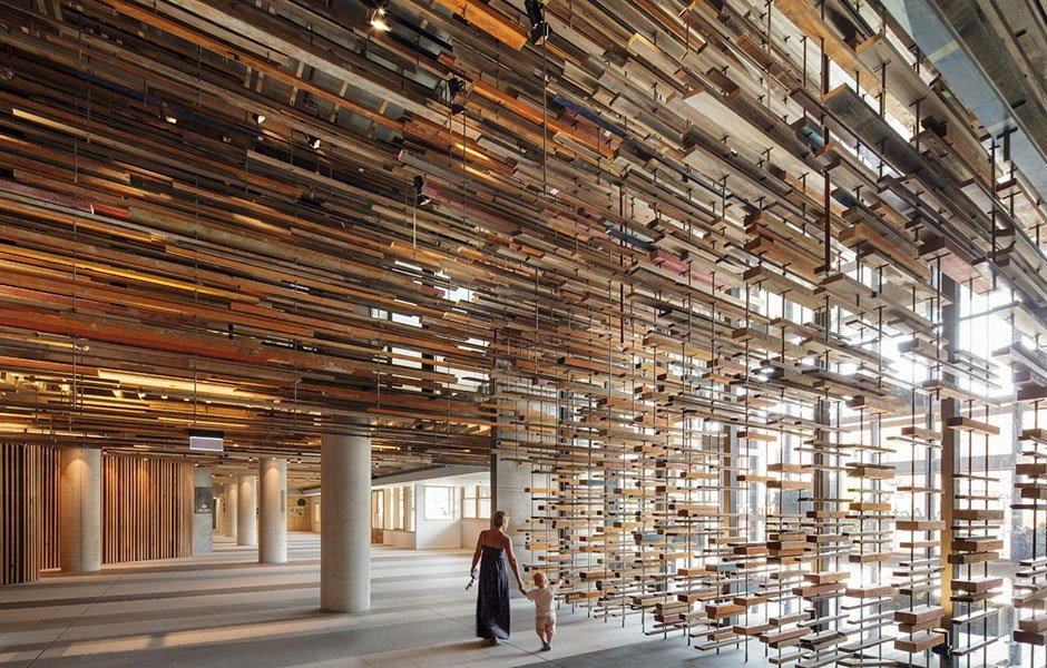 Sleep well in the embrace of recycled wood
