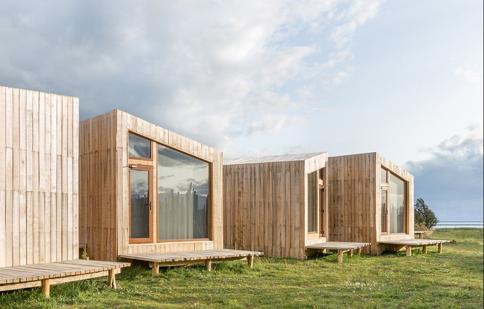 Hotel in local wood that can survive extreme weather