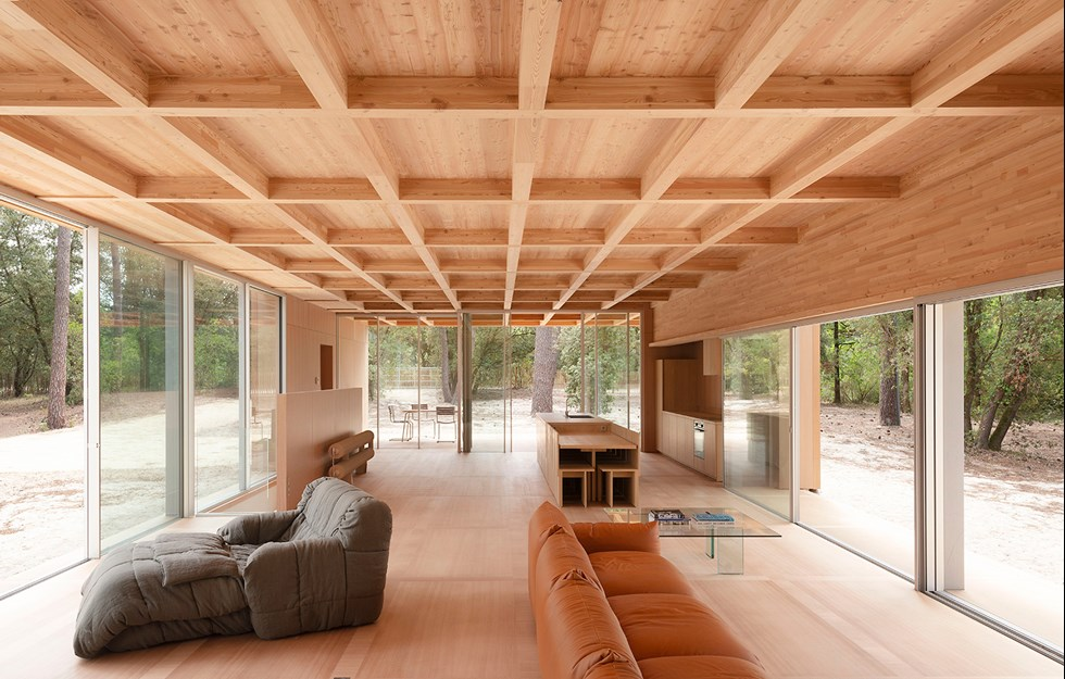 Unbroken roof creates space
